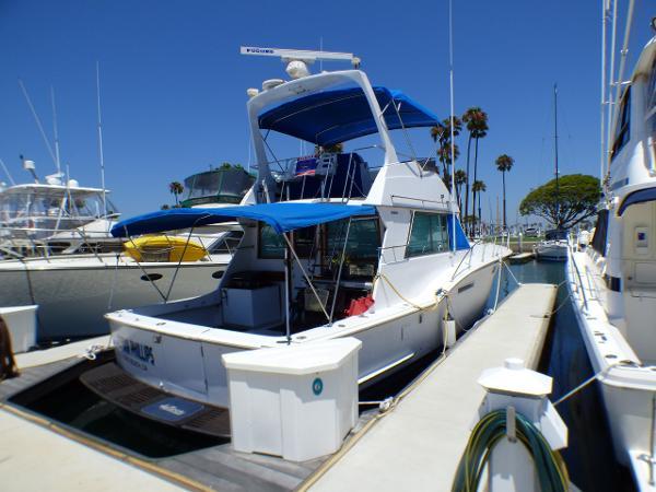 Hatteras 46 Convertible Starboard Quarter