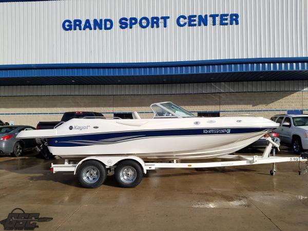 Harris-Kayot V200 Deckboat