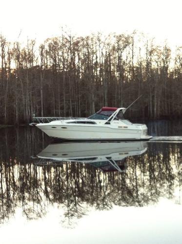 Sea Ray 300 Sundancer On The Water