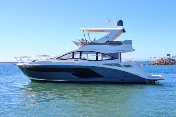Sea Ray Fly 520 Port Profile