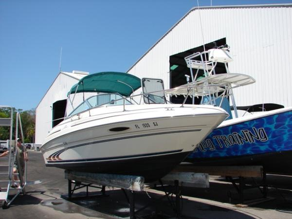 Sea Ray 215 Express Cruiser Profile