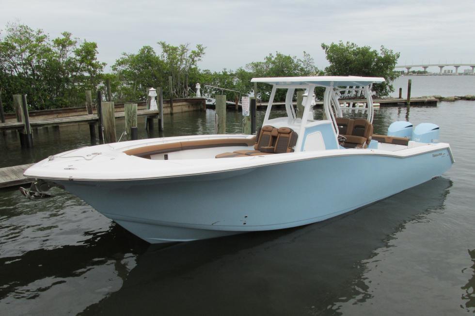 Tidewater Boats 320 CC Adventure