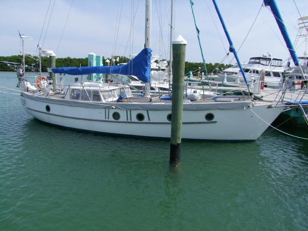 Ted Brewer Custom Sloop Serenade at the dock