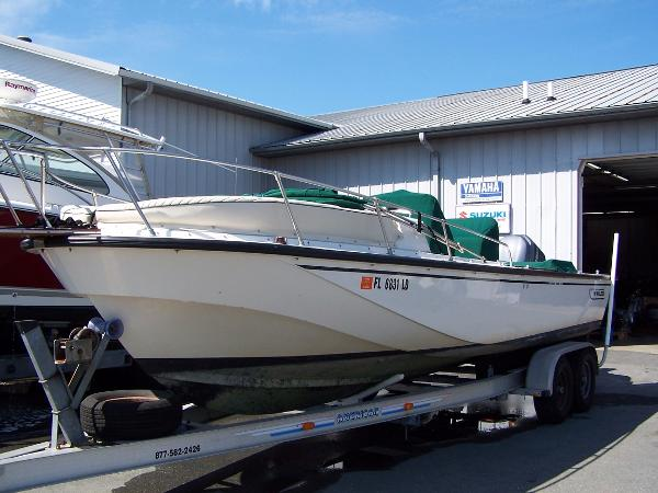 Boston Whaler 25 Outrage Port side