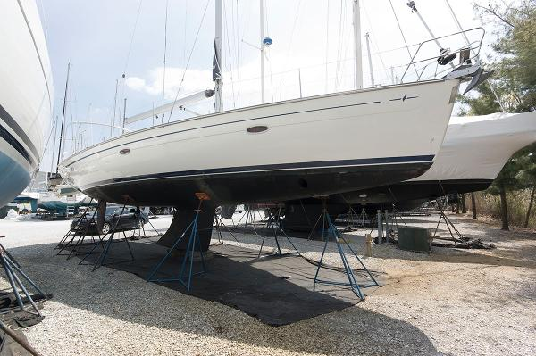 Bavaria 46 Starboard Side