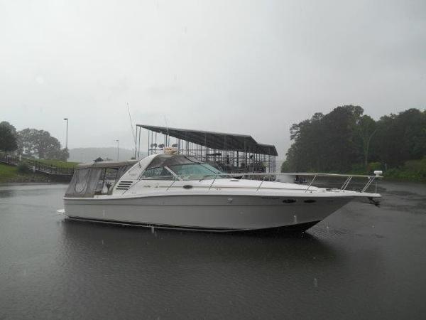 Sea Ray 370 Express Cruiser Profile