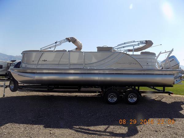 South Bay 525E 25'