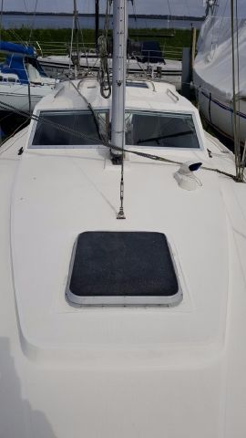Spacious foredeck.