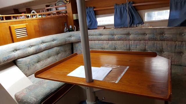 Saloon portside.Height adjustable table/berth.