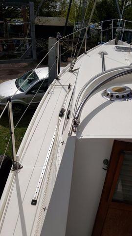 Wide safe side decks, high coamings.