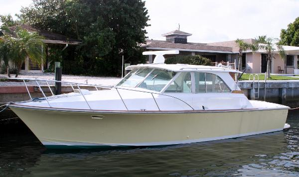 Bertram Custom 35 Express Port Bow Profile