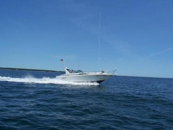 Sea Ray 350 Express Cruiser Profile