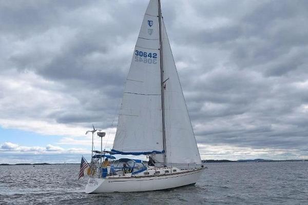 Tartan 33 Under Sail