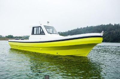 New Cruiser Yachts 30J fishing -working