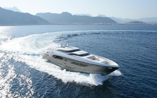 Tamsen Yachts 41M Starboard running shot