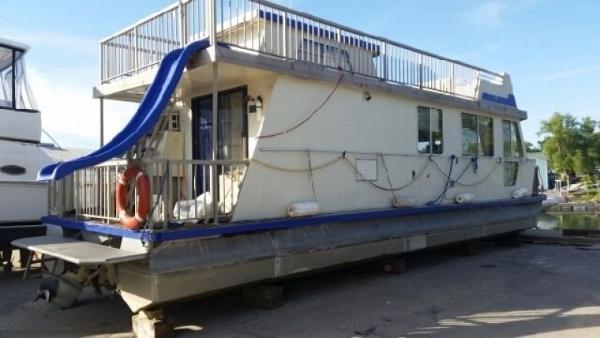 Three Buoys 42 Houseboat