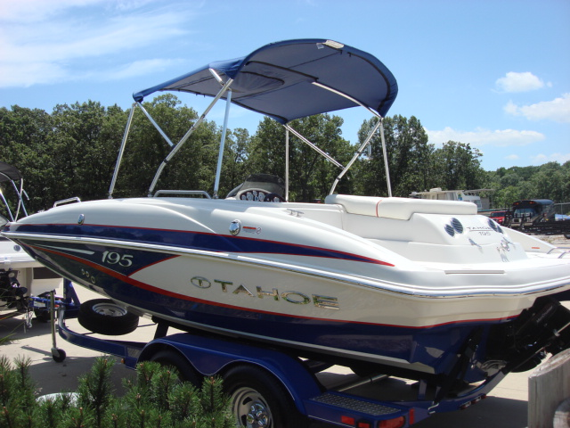 Tahoe Deck Boat 195