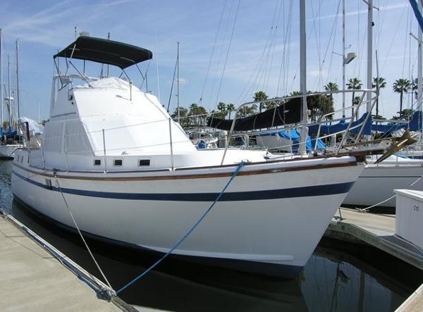 Marine Trader Aft Cabin Sundeck