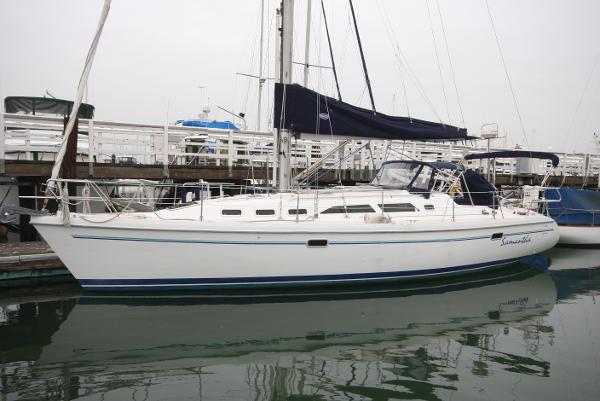 Catalina  380 sloop Vessel at dock