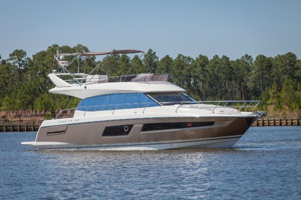 Prestige 450 Flybridge Profile