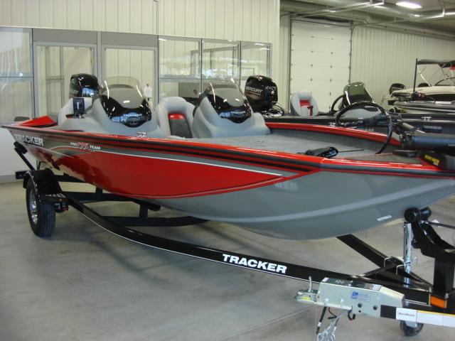 TRACKER BOATS Bass and Panfish Mod V Boat Pro Team ...