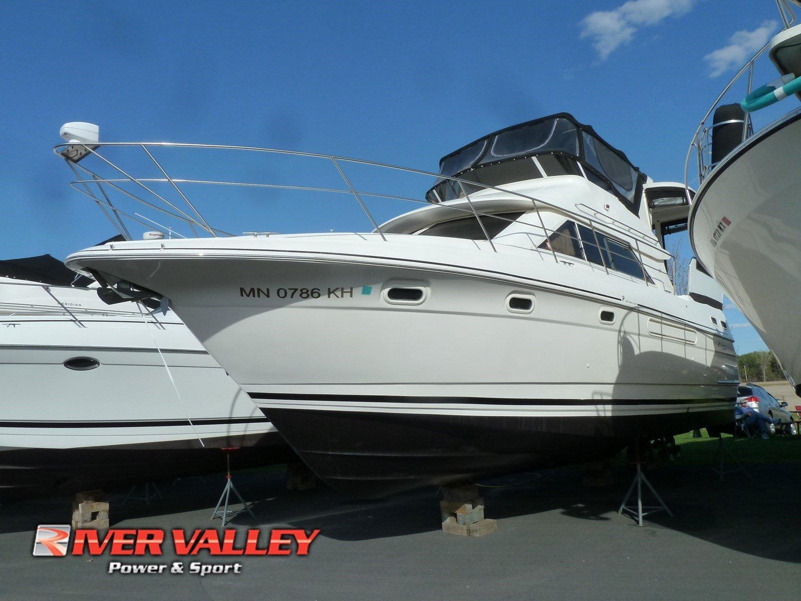 Cruisers 3650 Motor Yacht