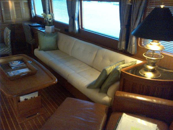 Mains Salon - Starboard