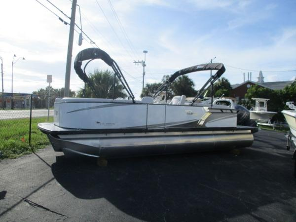 Tahoe Pontoon LTZ Quad lounge 24'