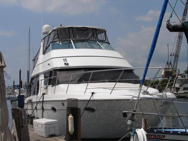 CARVER YACHTS 450 Voyager - LOW HOUR / VERY CLEAN