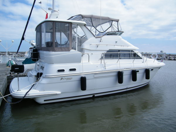 Cruisers Yachts 3750 Motor Yacht Photo 1