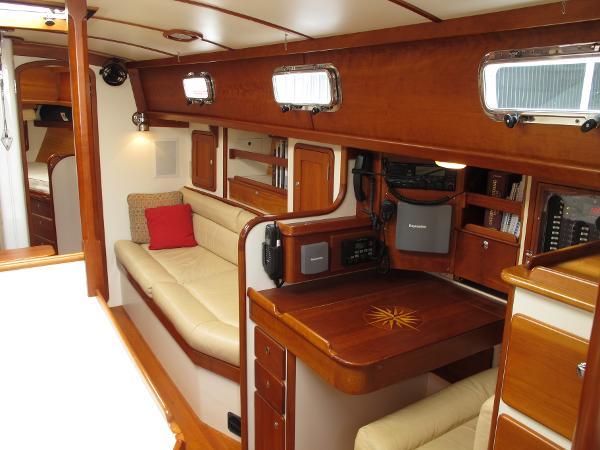 Starboard main salon - Morris 46