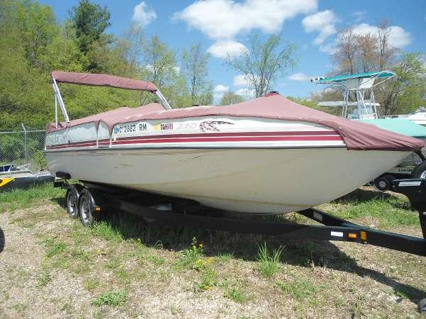 Sunchaser 23ft Deckboat