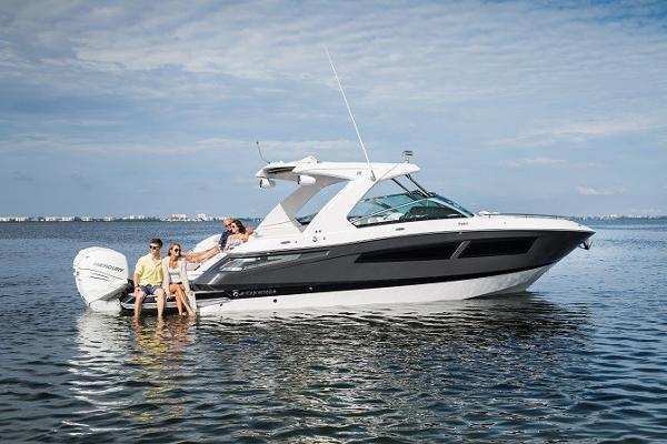 Four Winns Horizon 350 Outboard