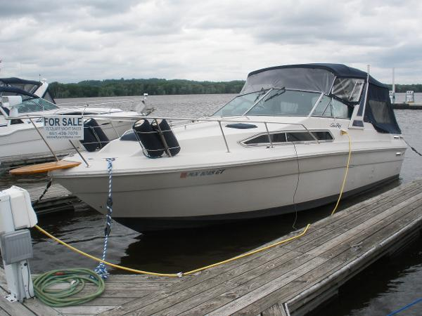 Sea Ray 270 Sundancer In water view