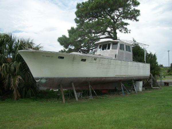 Roughwater 41 Port Side View