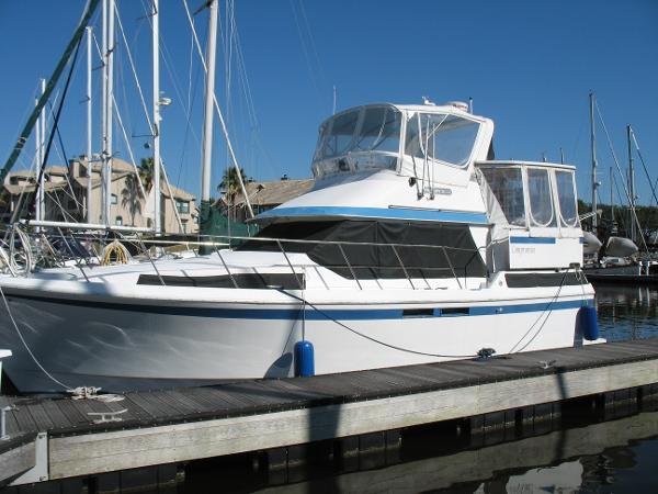 Present/Nautique Trawler Port exterior