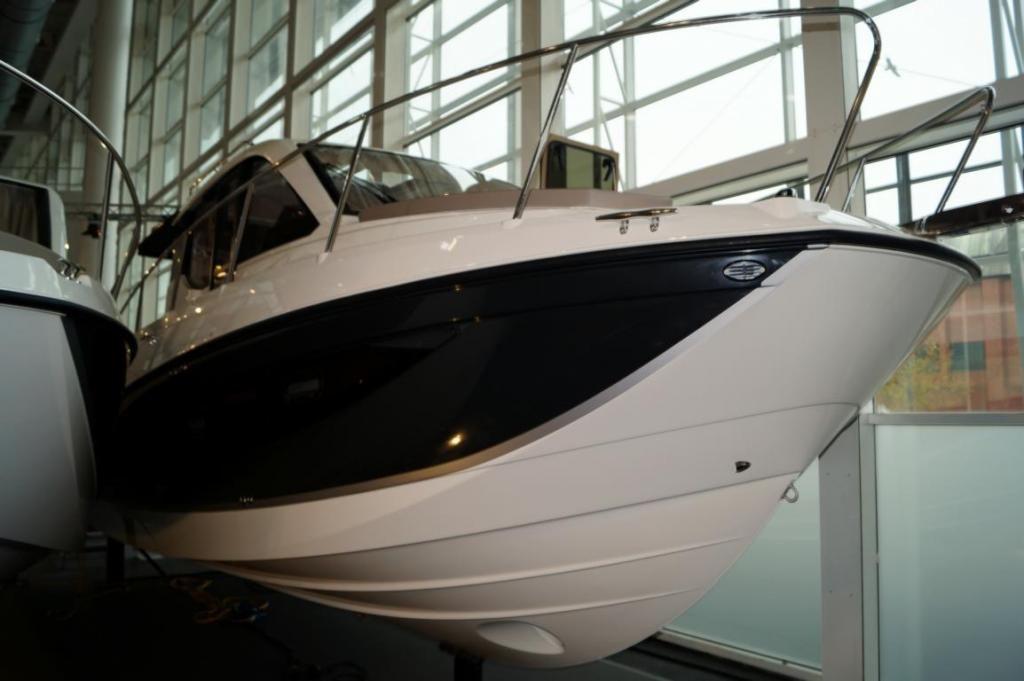 Quicksilver Activ 855 Weekend  300 PS Lagerboot