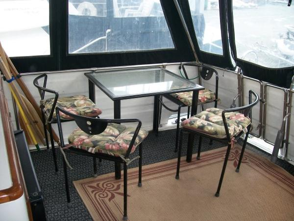 Table & chairs in carpeted sundeck