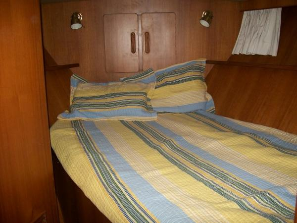Forward guest stateroom w/ double berth