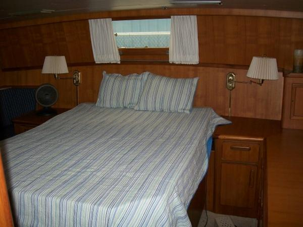 Aft master stateroom w/ large queen berth