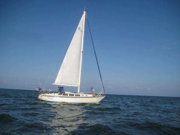 S 2 11.0 Sails up
