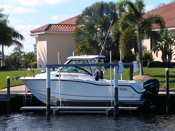 Boston Whaler 285 Conquest Port Side View