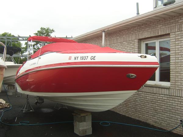 Rinker 246 Captiva Clean Bright Red and White