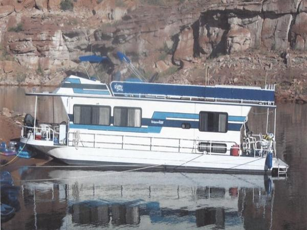 Skipperliner Commander Houseboat