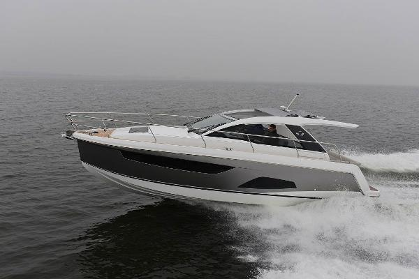 Sealine S330 Sealine S330 Profile