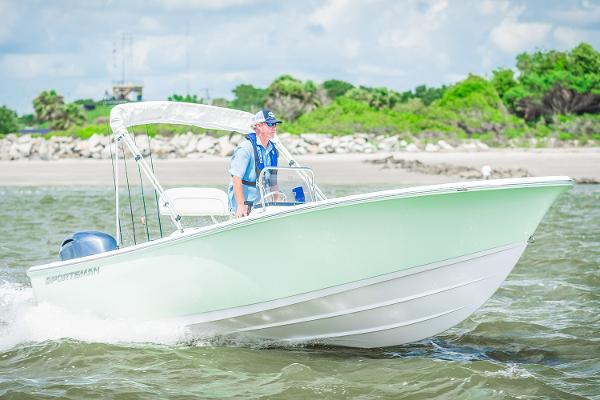 Sportsman Island Reef 19 Center Console