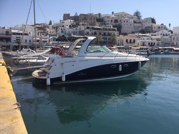 Rinker 350 Express Cruiser Home berth