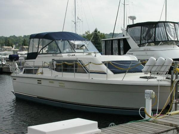 Trojan 36 Tri Cabin Motor Yacht Trojan 36 Tri Cabin 1986