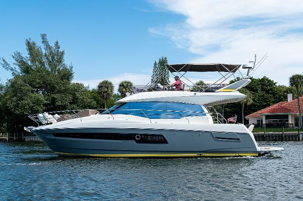 Prestige 460 Flybridge Port Side