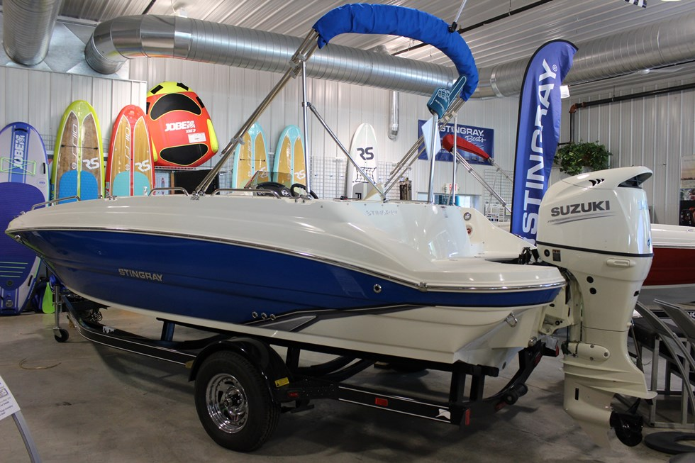 Stingray 192 SC Deck Boat